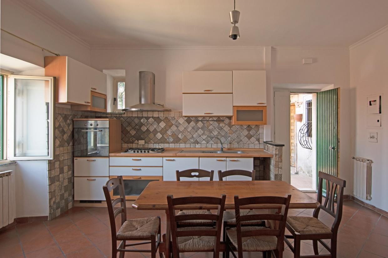 Appartamento in vendita a Rocca di Papa, 3 locali, prezzo € 82.000   CambioCasa.it